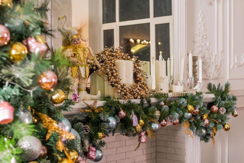 Precious mantel decor [Yulia Petrova] © 123rf