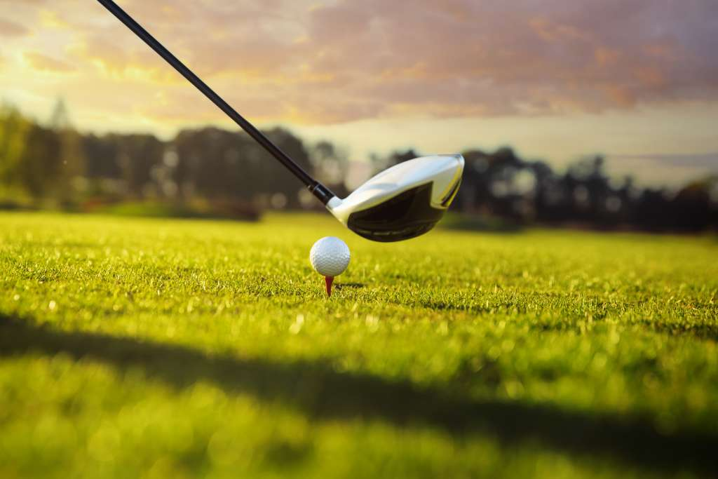 golfing as an outdoor activitiy in birmingham olimpic © 123rf